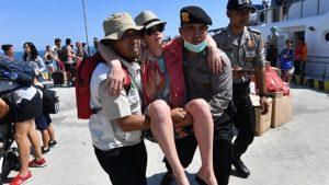印尼強震增至142死 逾2000遊客撤離