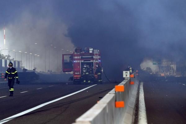 意大利油罐车高速路上爆炸 3人遇难逾60人受伤 (视频)