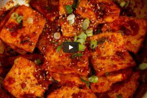 香辣红烧豆腐 味道浓郁的素菜美食(视频)