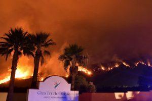加州野火逼近退休社區 逾萬民眾緊急撤離