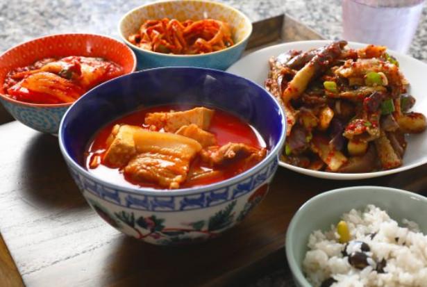 香辣燉五花肉 辛辣多汁的燉菜好美味(視頻)