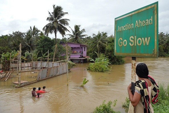 印度遇百年洪災 已逾400死72萬人避難