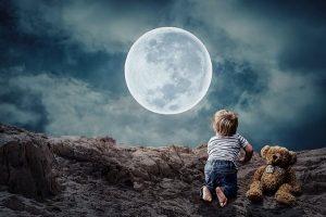 """科学家:月球表面发现""""水冰""""或可成为太空基地"""