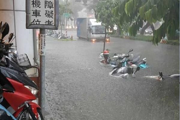 热带低压恐成台 豪雨袭南台湾淹水频传