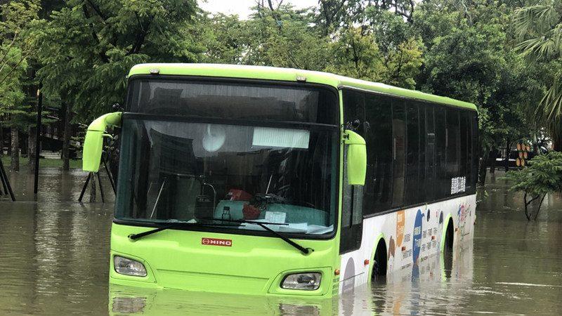 宛如颱風天 熱帶低壓狂襲南台灣災情頻傳
