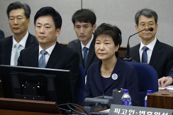 朴槿惠二审刑期增至25年 罚款200亿韩元