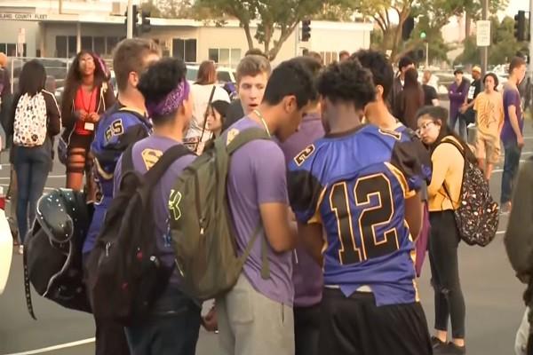 帮派爆枪击1少年身亡 美加州校园疏散逾500名学生