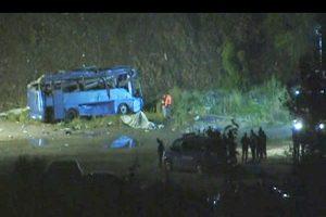 疑路滑失控坠落支线 保加利亚游览车酿42死伤
