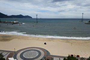 韩海滩跳水大赛逢退潮 老将颈部骨折昏迷
