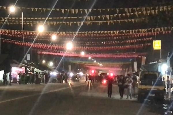 炸弹藏摩托车下 菲南城镇庆典爆炸32死伤(视频)