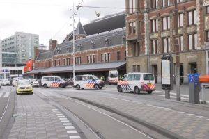 男持刀车站随机砍人 荷兰警方开枪制止酿3伤