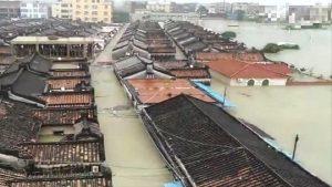 广东暴雨逾123万人受灾 积水高达2米7人丧生(视频)