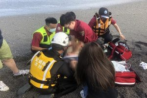 宜兰一天3起溺水 大浪卷人酿4死2失踪1轻伤
