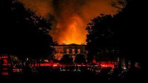 巴西国家博物馆大火 200年历史损失难料