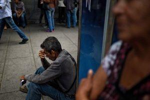 通膨恐破100万% 委内瑞拉人三餐不济宰食猫狗