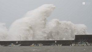 25年来最强 台风飞燕登陆日本四国