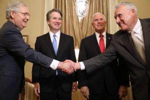 美共和黨參議員繼任麥凱恩 大法官確認更保險
