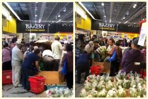 超市玉米大減價   一批華人撞飛老人33秒搶空