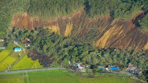 北海道首测到7级强震 土石流毁民宅295万户停电