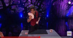 华裔魔术师出绝招 晋级《美国达人秀》决赛(视频)