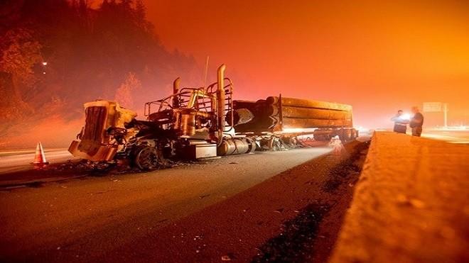 加州再起野火切断公路 2天烧毁1万公顷土地