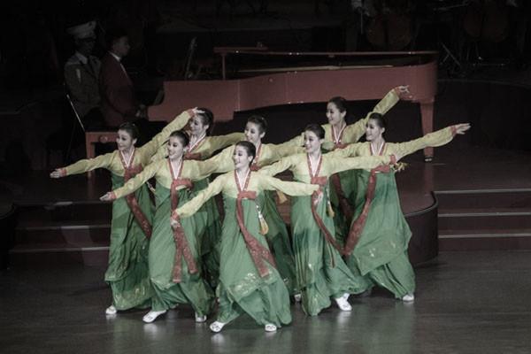 朝鮮70周年慶典畫風大變 紅蘋果代替洲際導彈