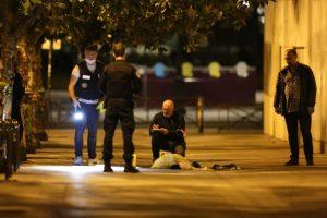 阿富汗人持刀攻擊 巴黎鬧區7人傷其中2名英國人