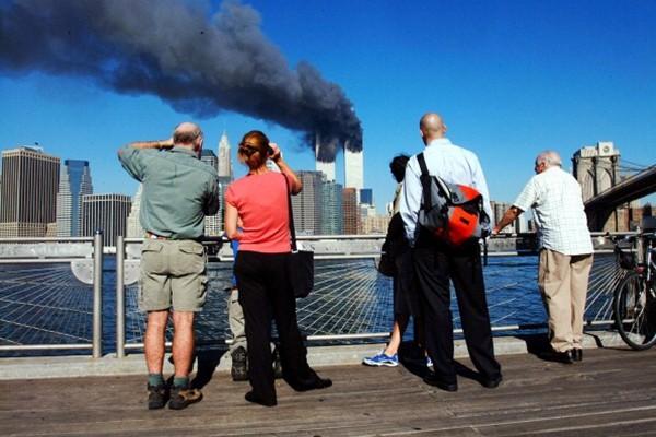 911恐袭事件17周年 世贸大楼被撞骇人瞬间(视频)