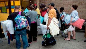 30年最強颶風來勢洶洶 美民眾忙加油搶購物資