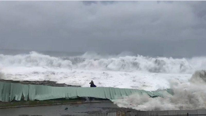 山竹遠離台東滿目瘡痍 氣象局續發豪雨特報