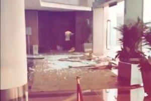 山竹狂風豪雨襲港 尖沙咀酒店大廳玻璃爆破一刻