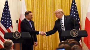 """波兰愿出20亿邀美永久驻军 基地拟取名""""川普堡"""""""