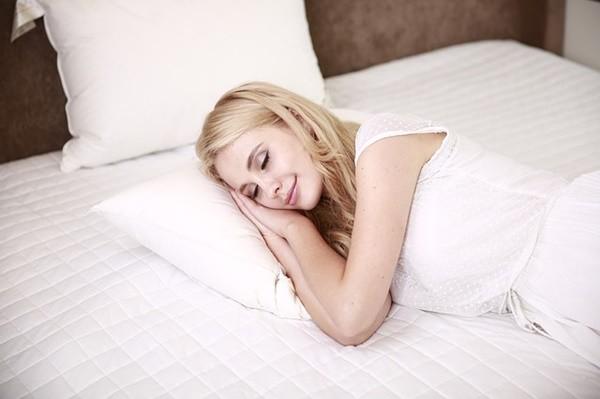 4-7-8呼吸法 幫助你在1分鐘內睡著