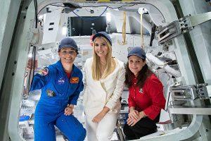 伊萬卡訪NASA 自曝夢想當太空人