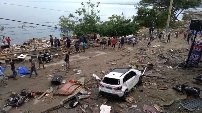 印尼7.5级地震引发海啸 搜救难度大已知30人遇难
