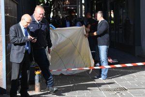 法國警長當街遭伏擊身亡 兇嫌疑違規養狗被罰報復