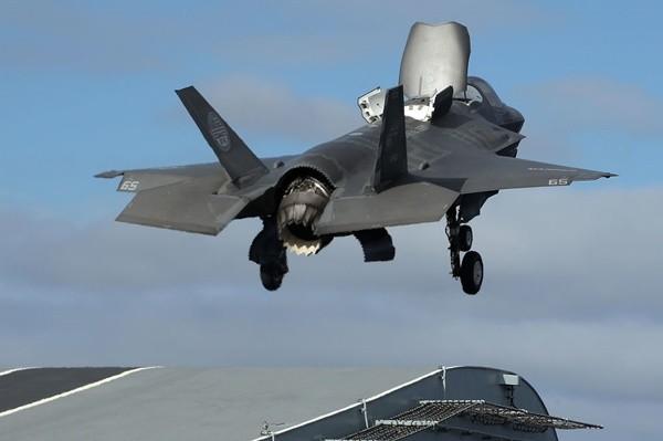 美军F-35B战机坠毁南卡州 飞行员弹射逃生