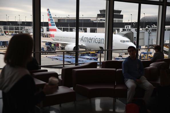 手机存男友照片惹祸 陆两女入境美国遭遣返