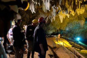外界沒人知道!4男冒險進洞救泰「野豬隊」也受困