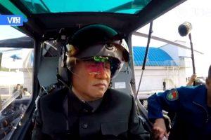 習近平戴頭盔登武裝直升機 專家:疑暗挺朝鮮