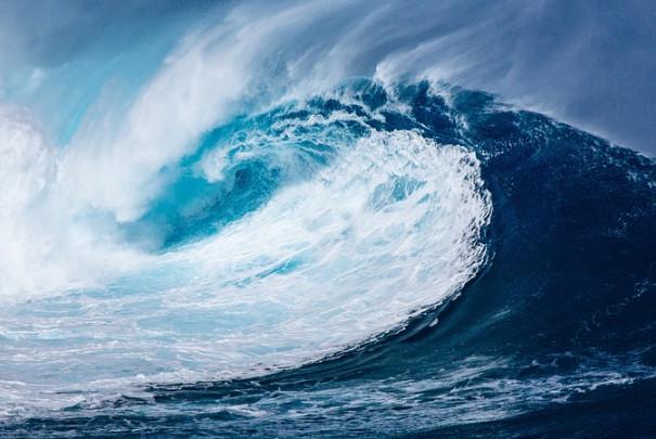 印尼7.5强震最新画面曝光 居民大喊:海啸来了快离开(视频)