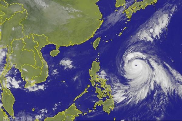 三叶片风扇球!强台康芮预测4、5日最靠近台湾