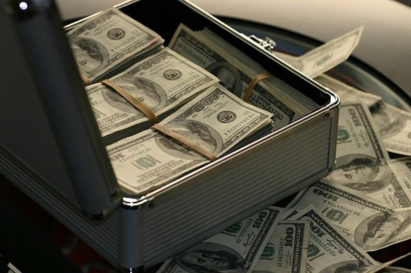 """""""去美元化"""" 俄买人民币大亏22亿美元"""