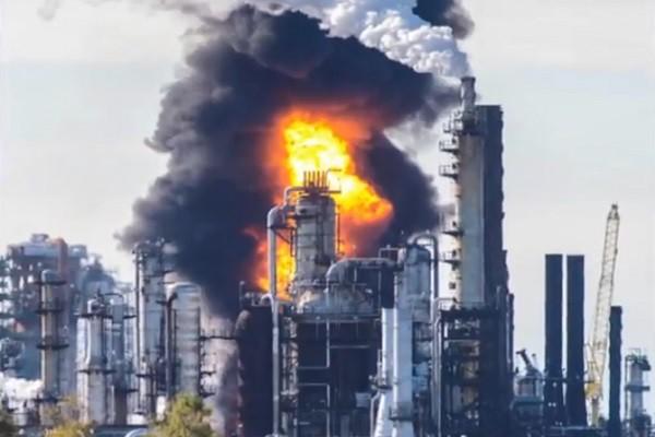 加拿大最大炼油厂爆炸引大火 冲击波憾动附近民宅