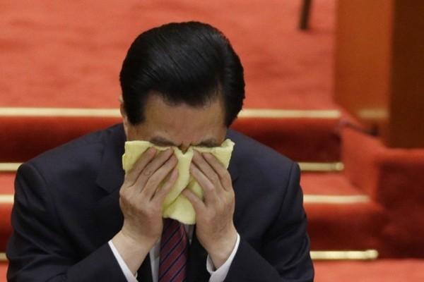 揭秘:胡锦涛紧握习近平的手 流着泪交待4个字