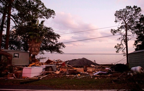 """飓风肆虐 可能带来有毒""""红潮"""""""