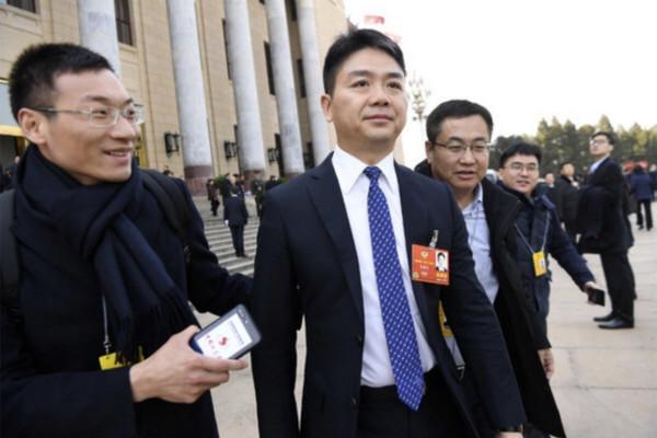 參加劉強東晚宴後強姦女模  華富商判囚4年