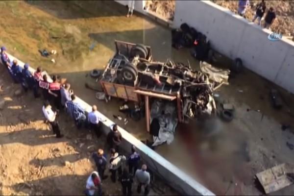 土耳其载移民卡车 翻落沟渠酿22死13伤