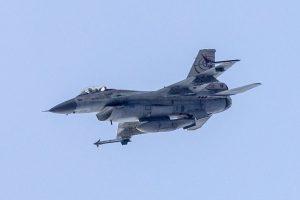 比利時維修戰機突開炮 誤射F-16爆炸全毀(視頻)