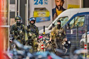 德国科隆车站挟人质爆枪响 警攻坚逮嫌犯4伤(视频)